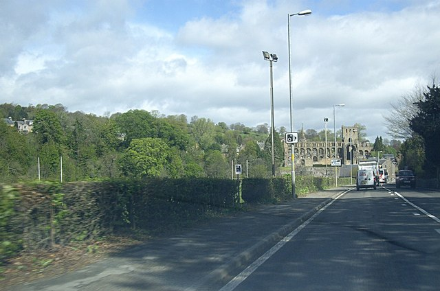 File:Entering Jedburgh from the south (C) Stanley Howe - Geograph - 2950925.jpg