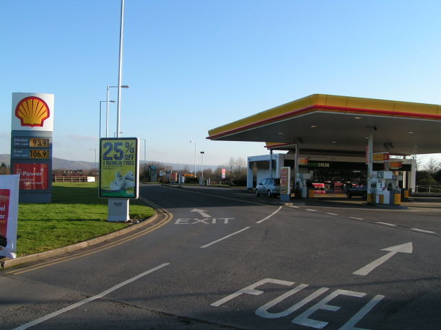 File:Sedgemoor motorway services fuel, M5 northbound - Geograph - 1095052.jpg