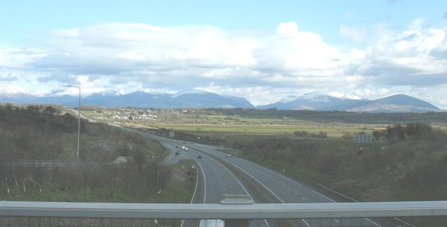 File:View south along the A55 Expressway with Snowdonia in the background - Geograph - 766300.jpg
