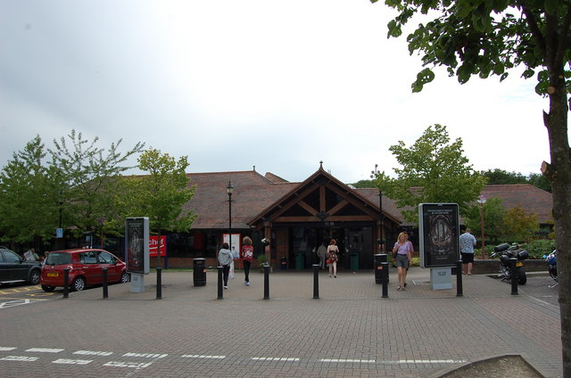 File:Clacket Lane Services (Eastbound) - Geograph - 1375633.jpg