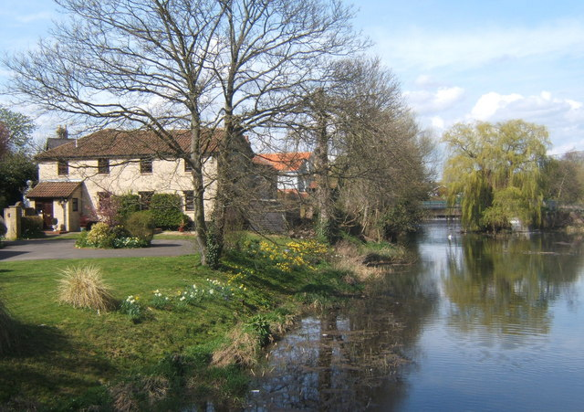 File:River Gipping at Bramford - Geograph - 1236420.jpg