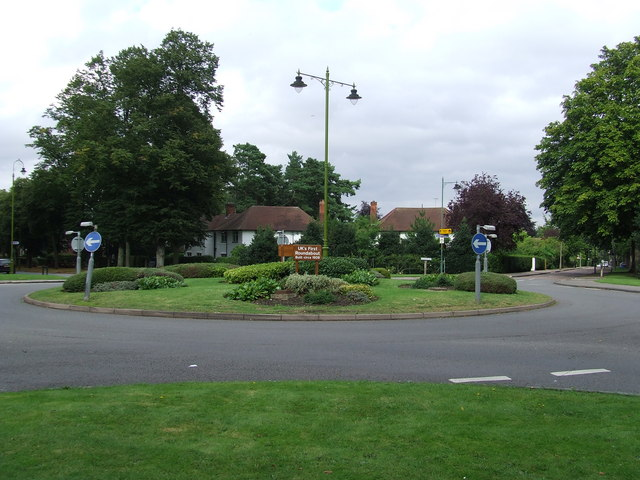 File:Uk's First Roundabout - Geograph - 531288.jpg