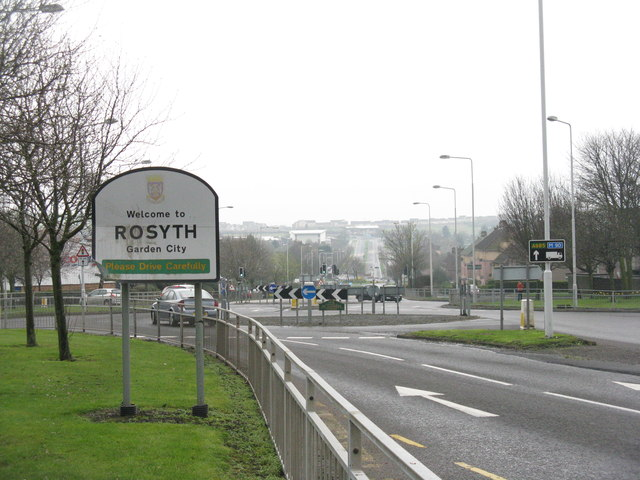 File:Kings Road (A985) at Rosyth (C) M J Richardson - Geograph - 3915784.jpg