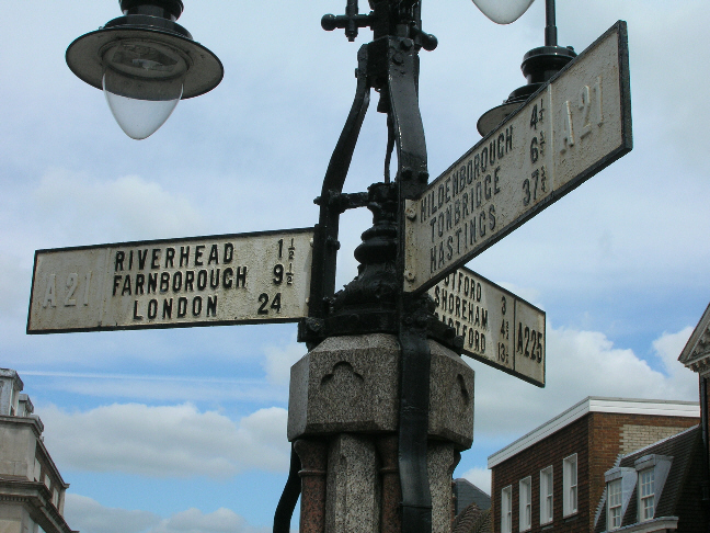 File:Old fingerposts in Sevenoaks town centre - Coppermine - 6358.jpg