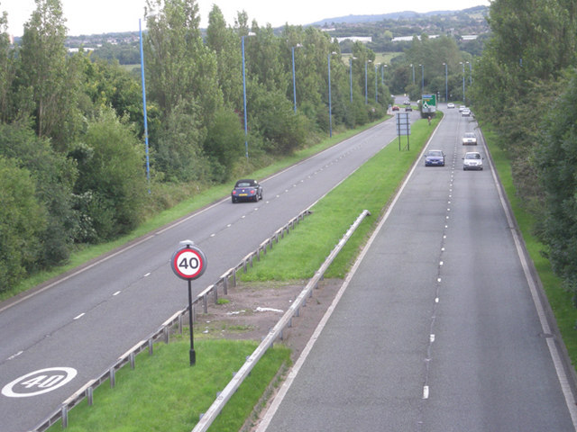 File:This way to the M5 junction 3 - Geograph - 939350.jpg