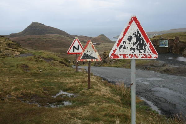 File:Signs on Uig-Staffin road - Coppermine - 20600.jpg