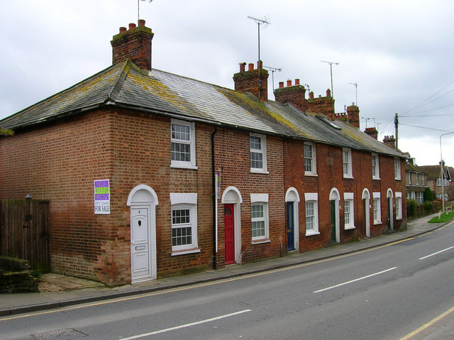File:Cadborough Cottages, Udimore Road - Geograph - 360422.jpg