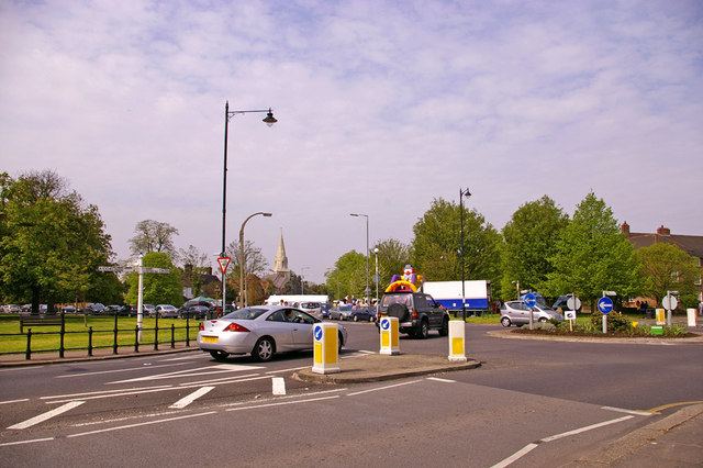 File:Roundabout and junction of Cannon Hill, Southgate, London N14 - Geograph - 791059.jpg