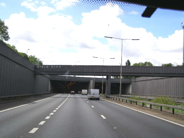 File:A1(M) about to disappear into Hatfield Road Tunnel - Geograph - 485801.jpg