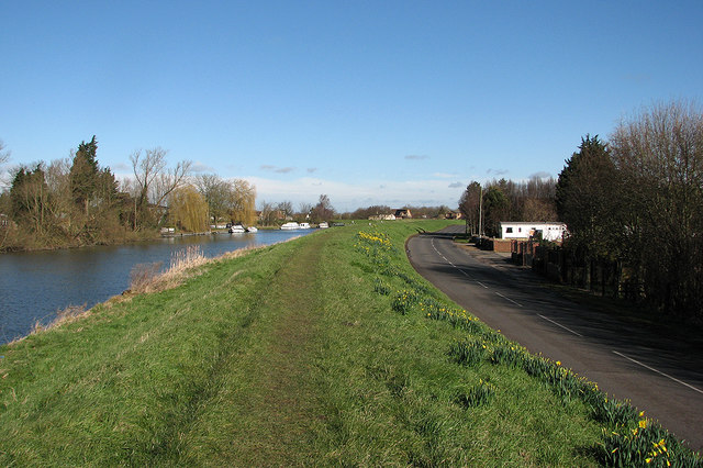 File:Littleport- path along New River Bank - Geograph - 4850956.jpg