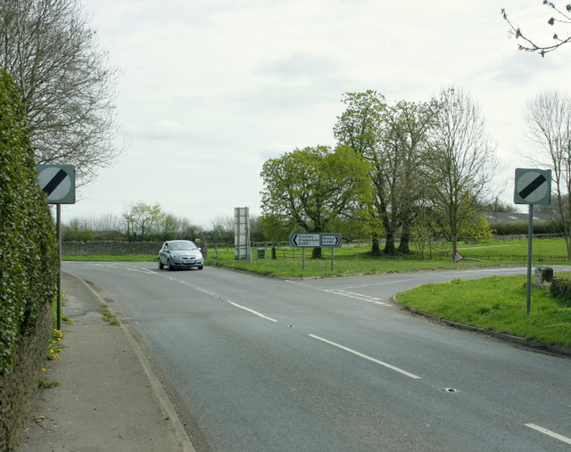 File:B4039 meets the A420 - Geograph - 1270821.jpg