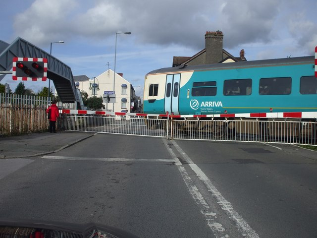 File:Level crossing, Llanelli - Geograph - 1011637.jpg