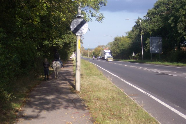 File:Footpath alongside the A2290 Thanet Way - Geograph - 1533028.jpg