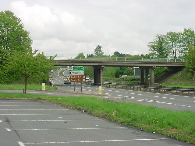 File:Whitchurch - Junction between A40 and A4137 - Geograph - 166284.jpg