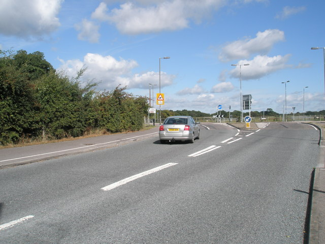 File:Roundabout junction on the B3397 - Geograph - 1464585.jpg
