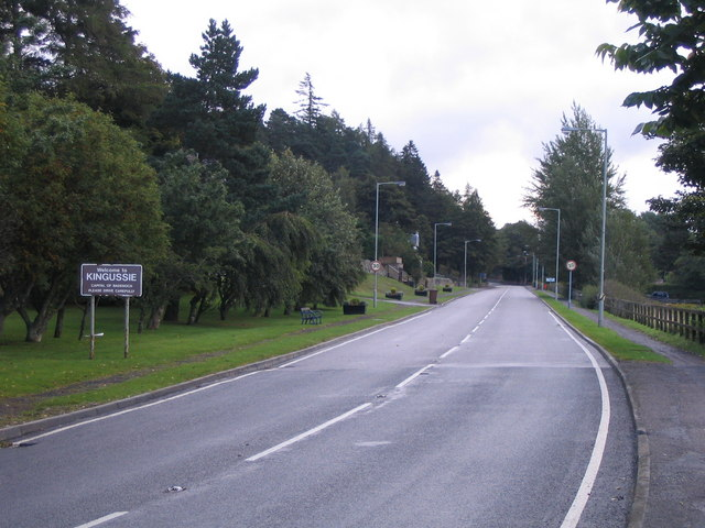 File:Approaching Kingussie from the west.jpg
