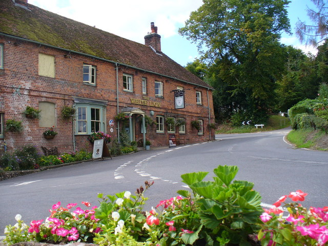 File:The White Lion, Wherwell - Geograph - 2043167.jpg