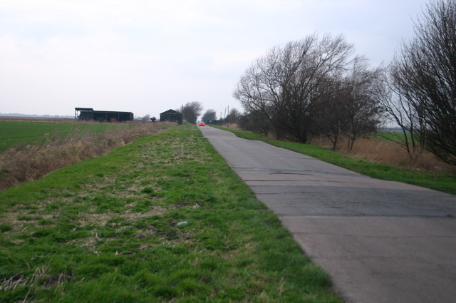 File:Drove heading to Rowells Farm - Geograph - 847329.jpg