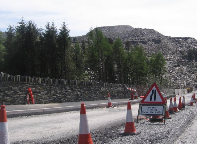 File:Slate piles and roadworks - Geograph - 798241.jpg