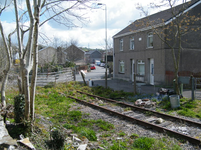 File:Level crossing (C) Ray Durrant - Geograph - 2919321.jpg