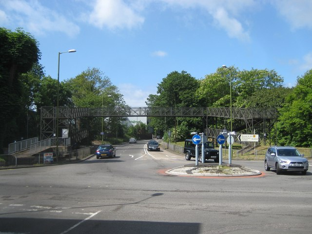File:Rickmansworth- A412 Park Road footbridge - Geograph - 2431877.jpg
