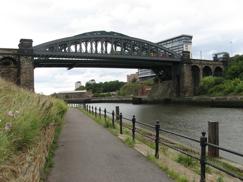 File:Rail and Road bridges over the River Wear - Geograph - 928189.jpg
