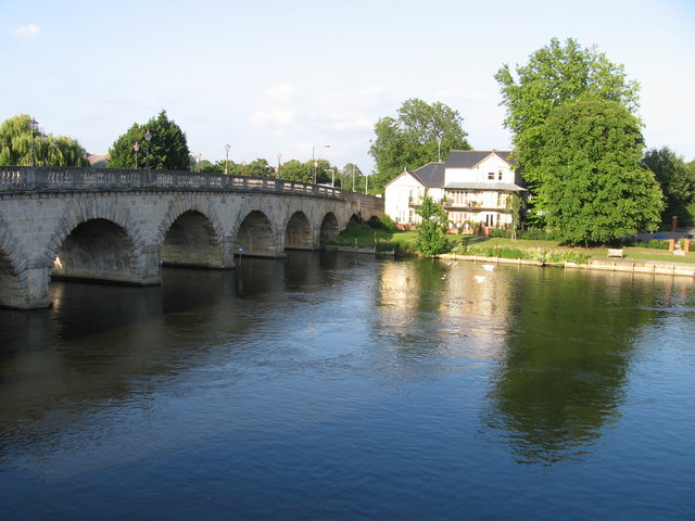 File:Maidenhead Bridge - Geograph - 752723.jpg