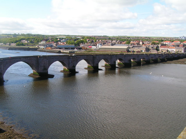 File:Old Low level bridge across the River Tweed - Geograph - 181163.jpg