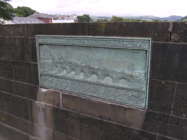 File:Plaque commemorating Carmarthen Bridge - Geograph - 3007425.jpg