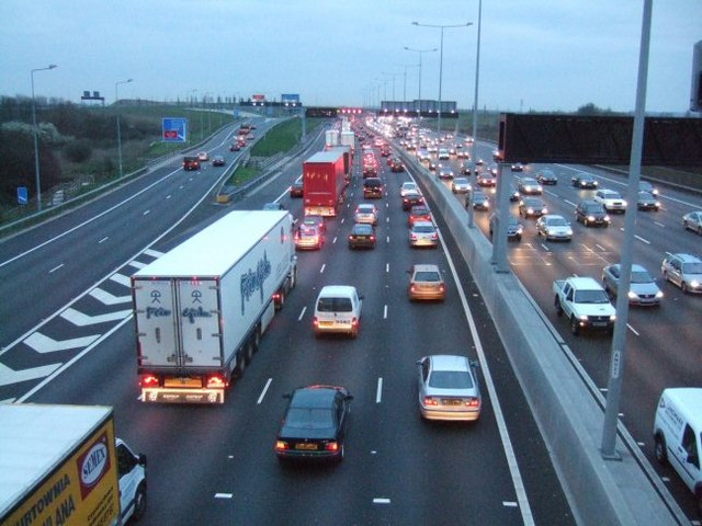 File:M25 Evening Rush Hour - Geograph - 366845.jpg