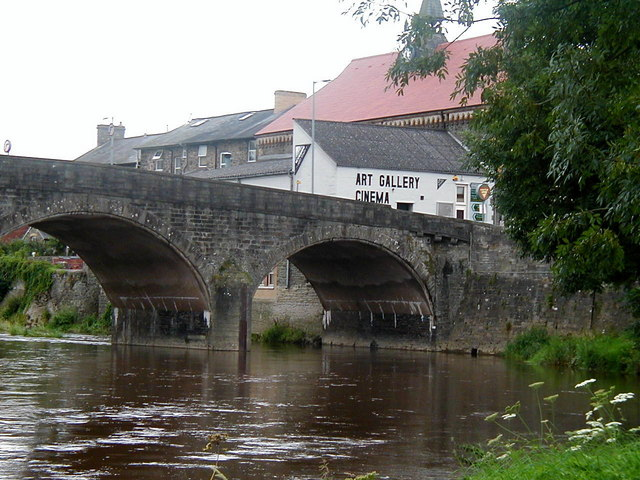 File:Bridge over the River Wye, Builth Wells - Geograph - 277953.jpg