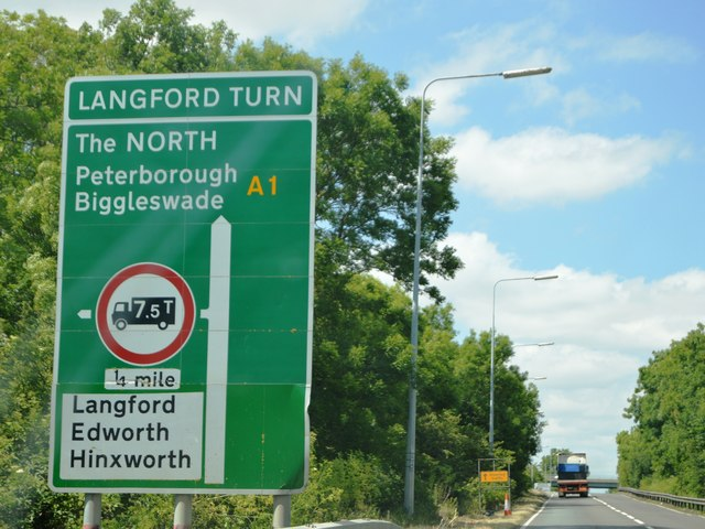 File:A1 approaching the Langford Turn - Geograph - 4653855.jpg