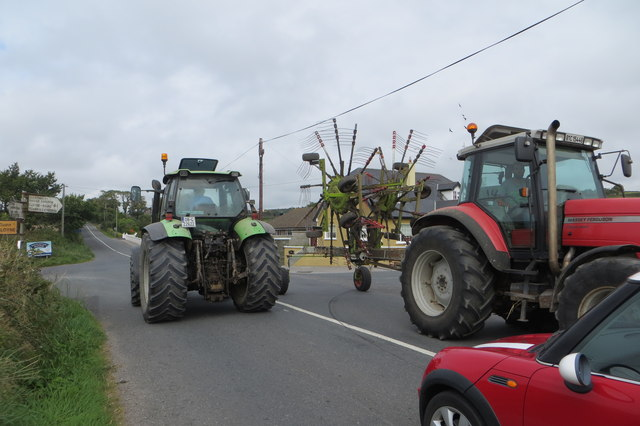 File:A confusion of tractors - Geograph - 4661890.jpg