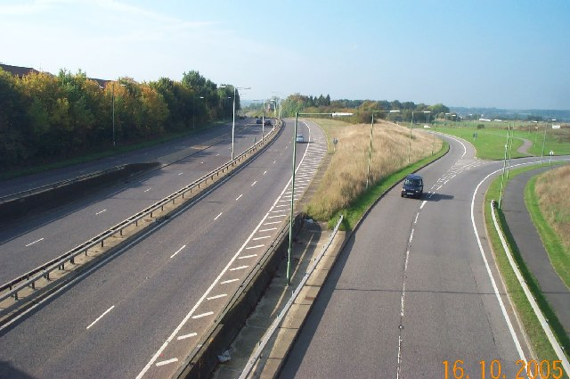 File:Leavesden Green- A41 North Western Avenue - Geograph - 66236.jpg