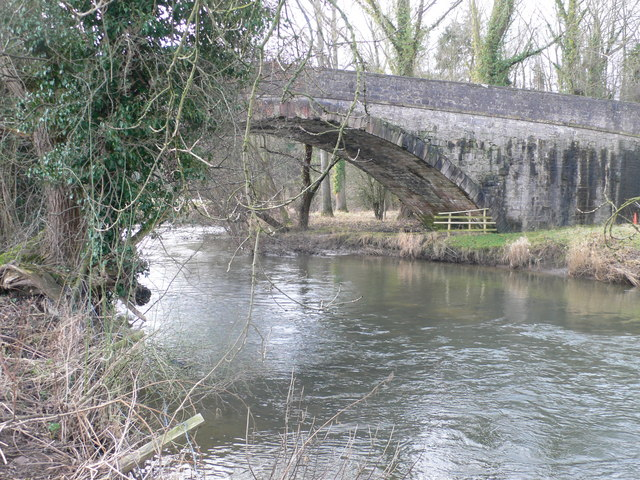 File:Bridge over the River Clwyd - Geograph - 1161622.jpg