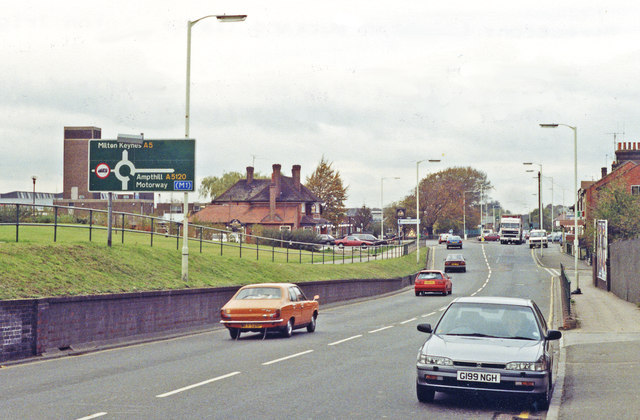 File:NW on A5 at site of former Dunstable... (C) Ben Brooksbank - Geograph - 3426156.jpg