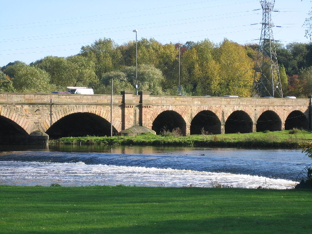 File:Weir on the River Trent - Geograph - 71955.jpg