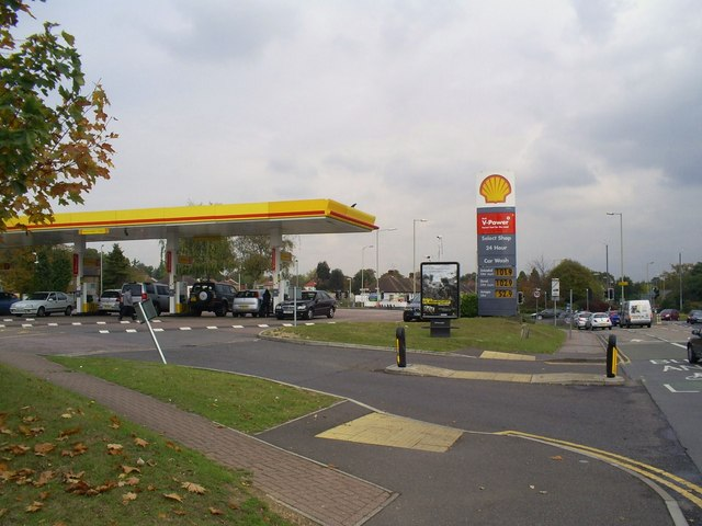 File:Shell Filling Station, Dome Roundabout, Garston - Geograph - 1537676.jpg