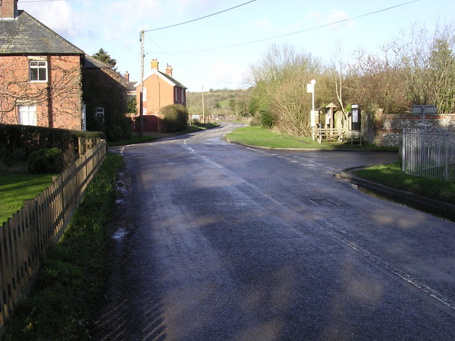 File:Junction with B3048 at Stoke - Geograph - 317910.jpg