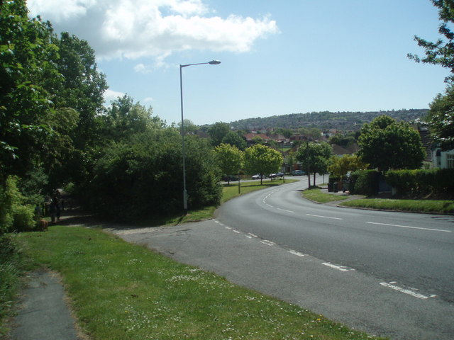 File:Vale Avenue, Patcham - Geograph - 1315578.jpg