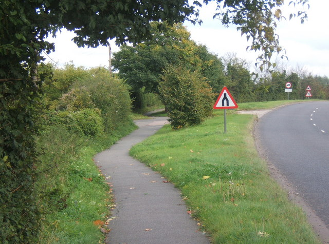 File:Footpath by the B1113 - Geograph - 995164.jpg