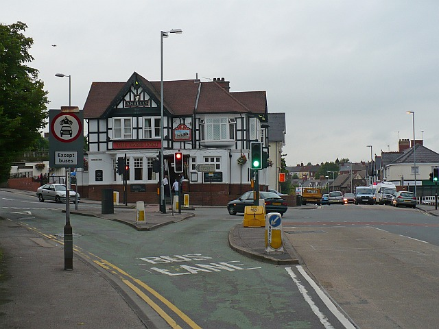 File:The Handpost public house - Geograph - 903546.jpg