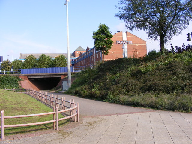 File:Bilston Street Island central area.jpg