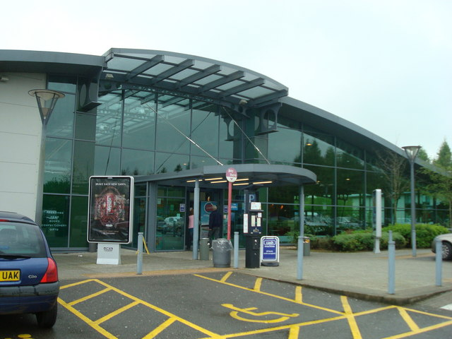 File:Winchester Services - Southbound - Geograph - 1300389.jpg