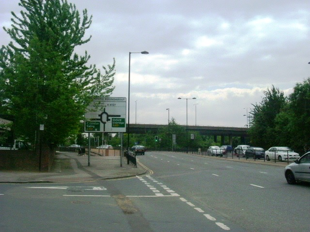 File:Greenford Roundabout - Geograph - 1035085.jpg