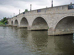 Chertsey Bridge.jpg