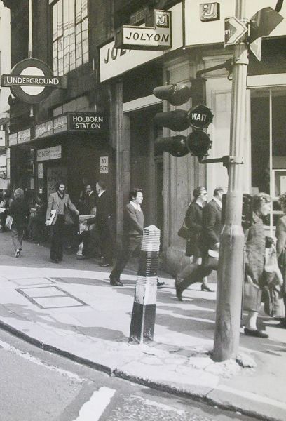 File:Traffic signals at Holborn, 1975 - Coppermine - 6064.jpg