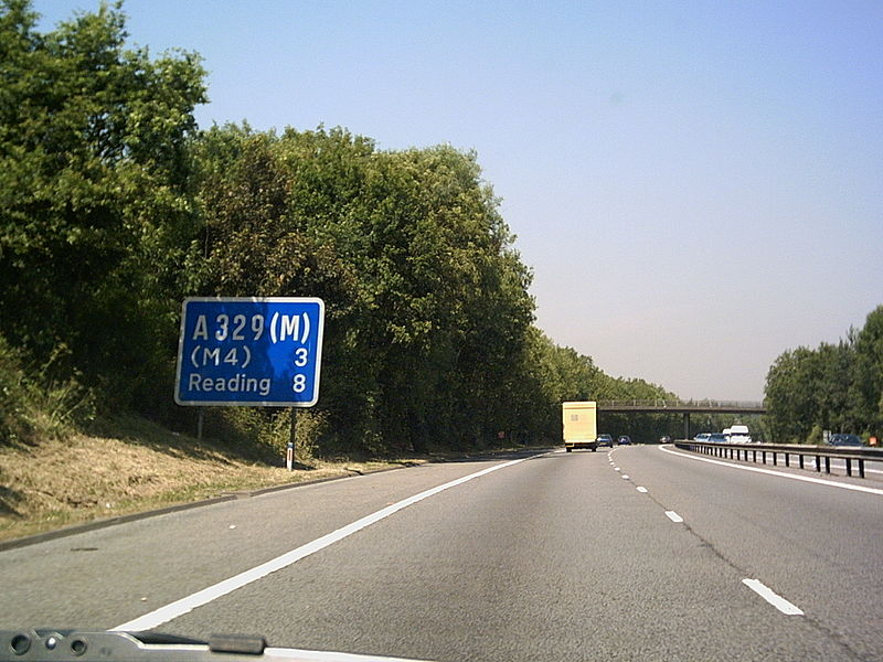 File:A329(M) Bracknall - Coppermine - 6870.JPG