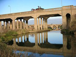 Irthlingborough Viaduct - Geograph - 90947.jpg