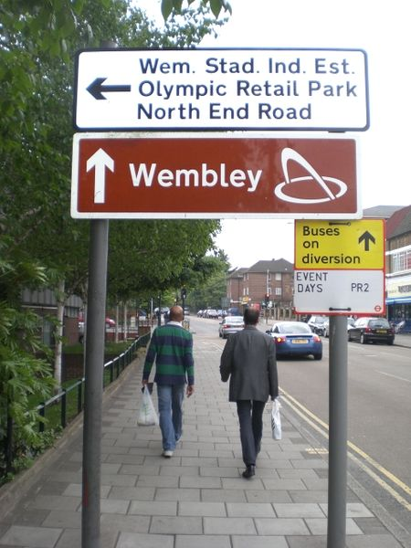 File:Street signs, Empire Way, Wembley - Geograph - 1304650.jpg